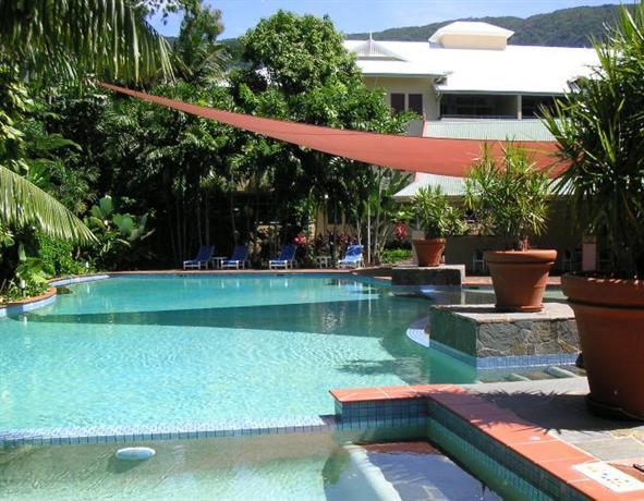 Photo: Oasis Palm Cove Hotel