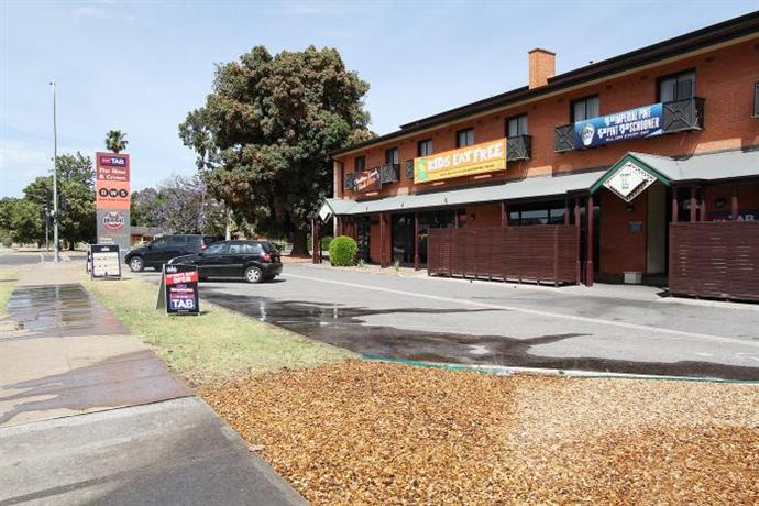 Photo: Rose & Crown Hotel Adelaide