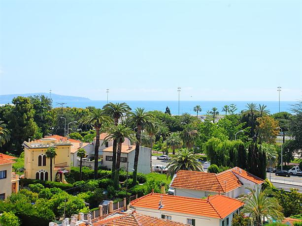 Lanterne Beach in Nice - Alpes-Maritimes - France - Plages.tv