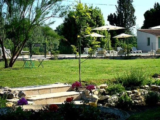 Logis Le Mas De La Roseraie Hotel (Arles) : voir avis et photos