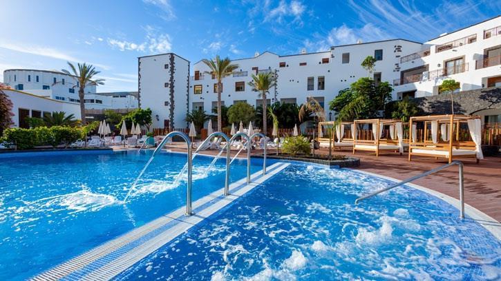 Plage de mujeres playa blanca lanzarote canaries for Hoteles en algeciras con piscina