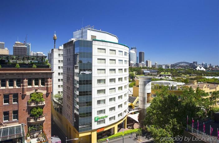 Photo: Holiday Inn Potts Point - Sydney