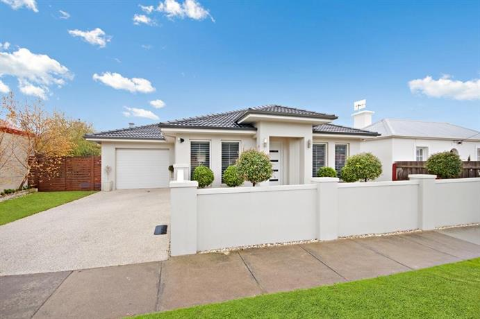 Photo: Central Warrnambool Townhouse