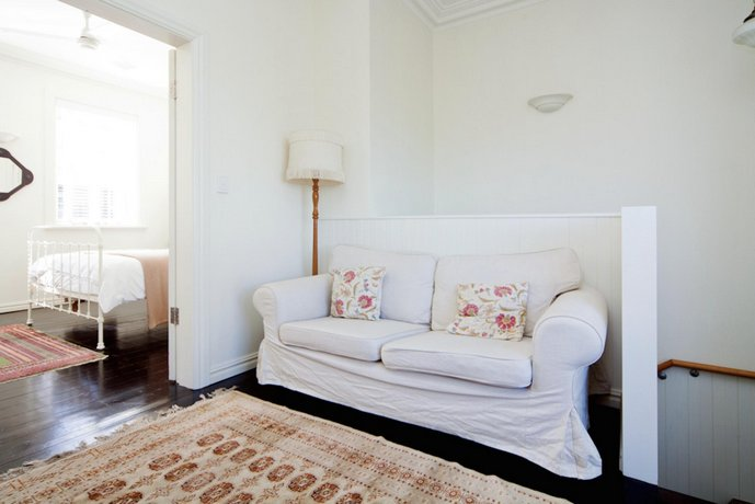 Photo: Beautifully Decorated 1 bed MPT67A