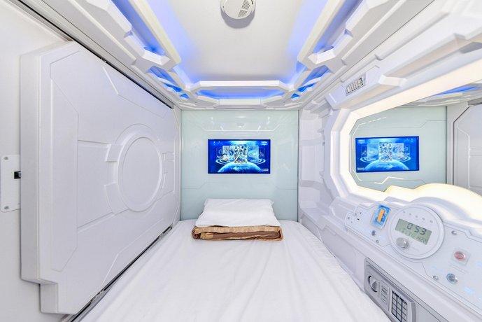 Photo: Space Q Capsule Hotel