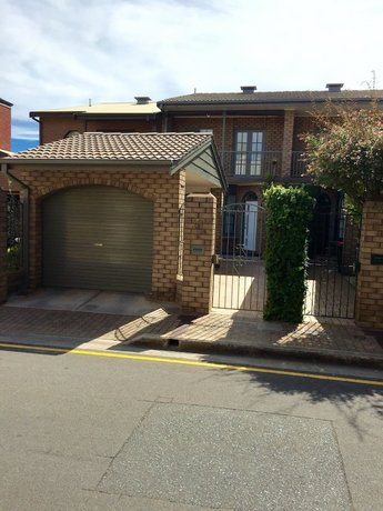 Photo: Chic Townhouse in North Adelaide
