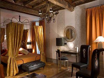 Inn at the Roman Forum