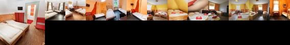 Alex 30 Hostel