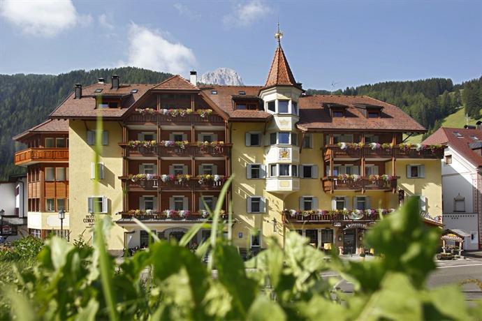 Hotel corona selva di val gardena compare deals for Design hotel val gardena