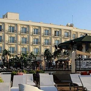 Rocks Hotel Casino - dream vacation