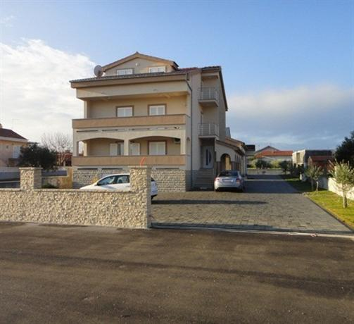 Apartments Skara - dream vacation