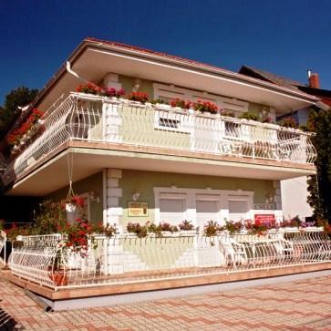 Csilla Apartmanhaz - dream vacation