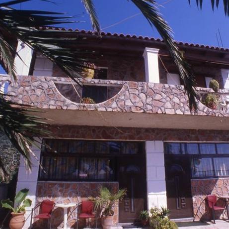 Louiza Apartments - dream vacation
