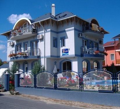 Judit Vendeghaz Balatonfured - dream vacation