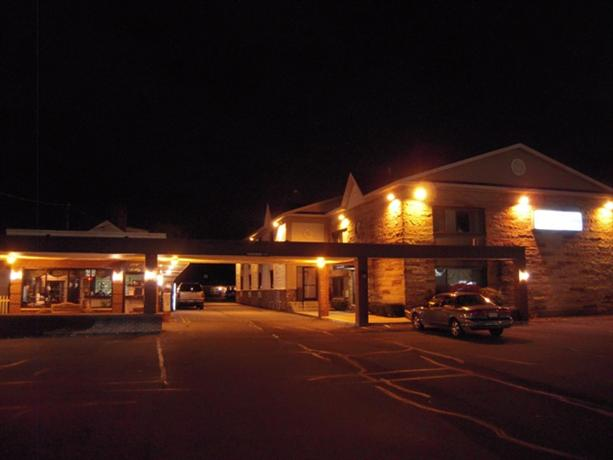 Golden Circle Inn and Suites - Albany -