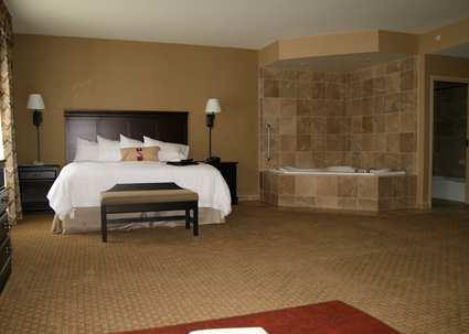Hampton inn suites billings west i 90 compare deals for Honeymoon suites in north carolina