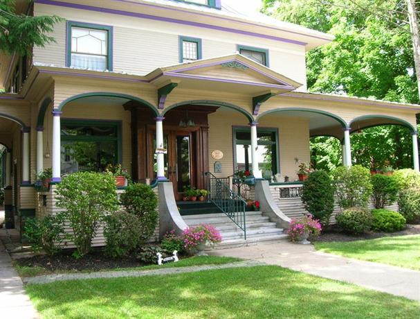 The Glens Falls Inn