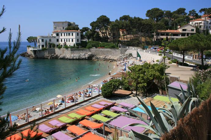 Hotel de la plage mahogany cassis compare deals for Cassis france hotels
