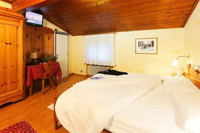 Meuble villa neve hotel cortina d 39 ampezzo compare deals for Hotel meuble villa neve cortina