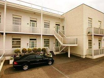 Luton Airport Accomodation - dream vacation