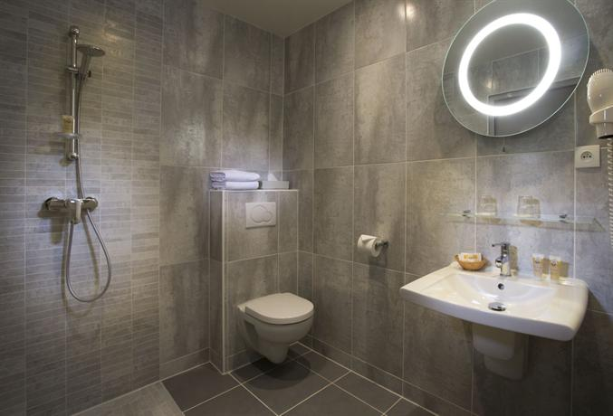 Hotel etoile pereire parigi offerte in corso for Salle de bain hotel 5 etoiles