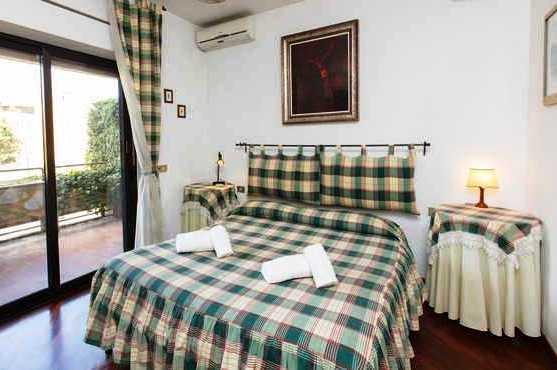 Accomodation Bed In Rome - dream vacation