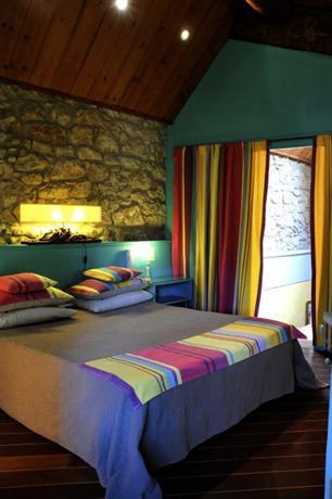 h tel le jardin d 39 emile cassis comparez les offres. Black Bedroom Furniture Sets. Home Design Ideas