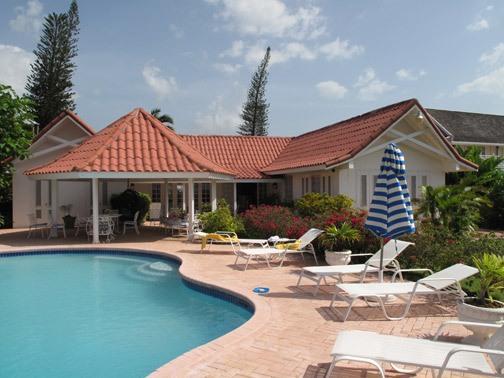 Paradise Runaway Bay 4 Bedroom Beachfront Villa - dream vacation