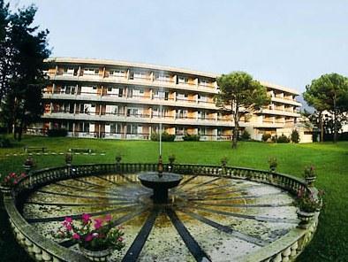 La Perla Hotel Images