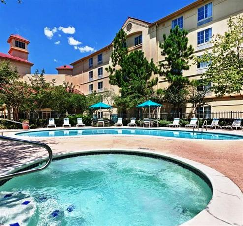 La Quinta Inn and Suites Houston Bush IAH South