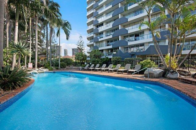 Photo: Baronnet Apartments