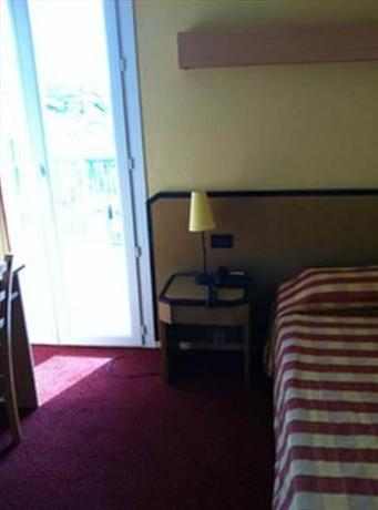 Courbet Hotel Antibes_11