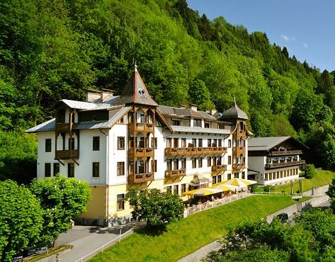 Hotel bellevue zell am see compare deals for Designhotel zell am see