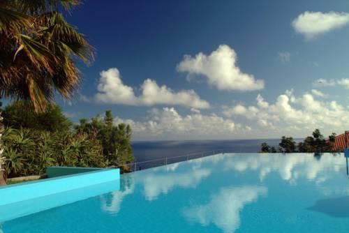 Madeira: Infinity-Pool direkt am Kliff