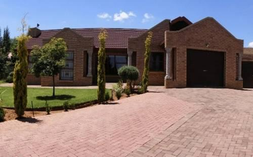 Lentha\'s Lodge Bloemfontein - dream vacation