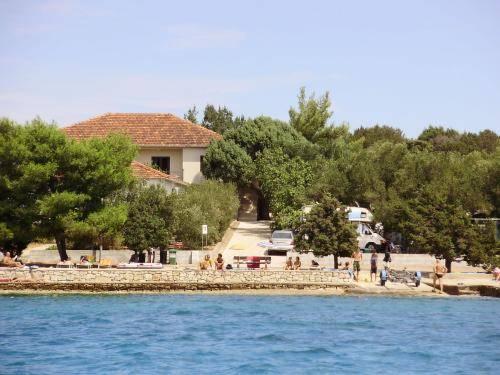 Lupis Apartments Loviste - dream vacation