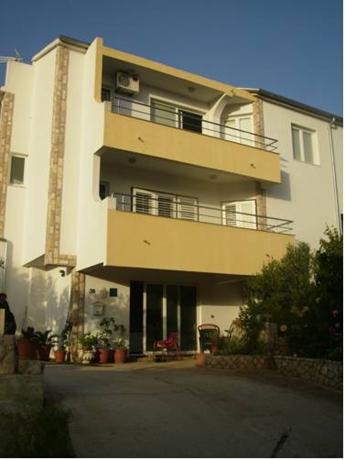 Apartments Burazer - dream vacation