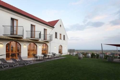 Weingut & Pension zum Seeblick Familie Sattler - dream vacation