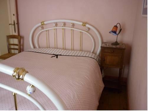 Chambres d 39 hotes le jardin d 39 alice le tilleul compare deals for Chambre d hote etretat