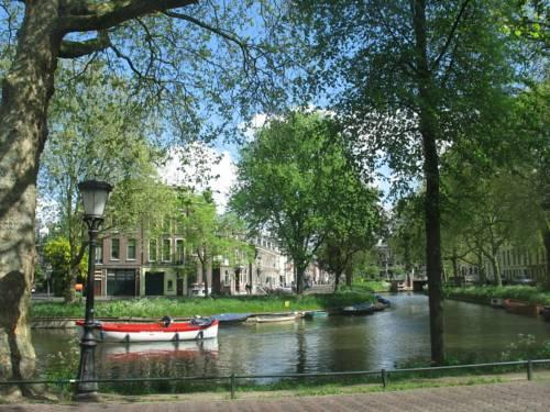 Bed & Breakfast -aan de Singel van Utrecht - - dream vacation