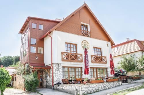 Erzsebet Vendeghaz - Csesznek - dream vacation