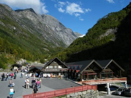 Briksdalsbre Fjellstove - dream vacation
