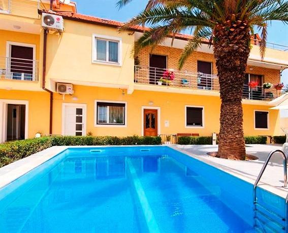 Apartments Nec - dream vacation