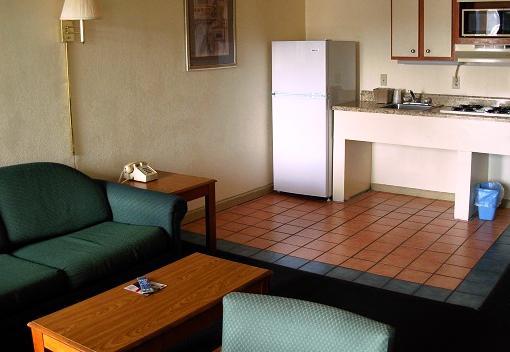 About Cerca Del Mar Motel