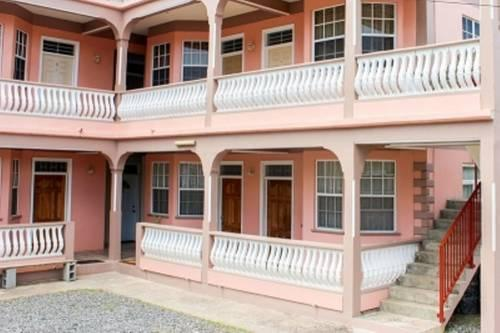 Iso's Bed & Breakfast - Portsmouth (Dominique) -
