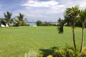 Beachfront 6 Br Villa - Runaway Bay - dream vacation