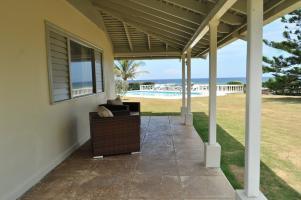 Traditional Style 4 BR Oceanfront Villa - Ocho Rios - dream vacation