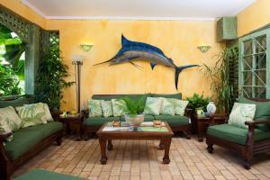 4 Br Beachfront Villa With Pool - Discovery Bay - dream vacation