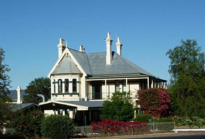 Airlie House Motor Inn