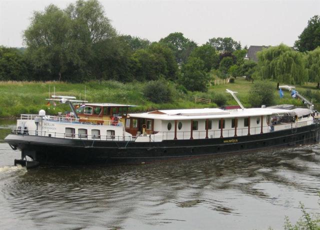 Boat Hotel Merlijn - dream vacation